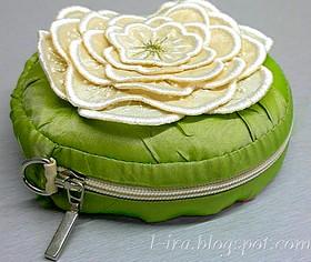 сумочка вышитым объёмным цветком