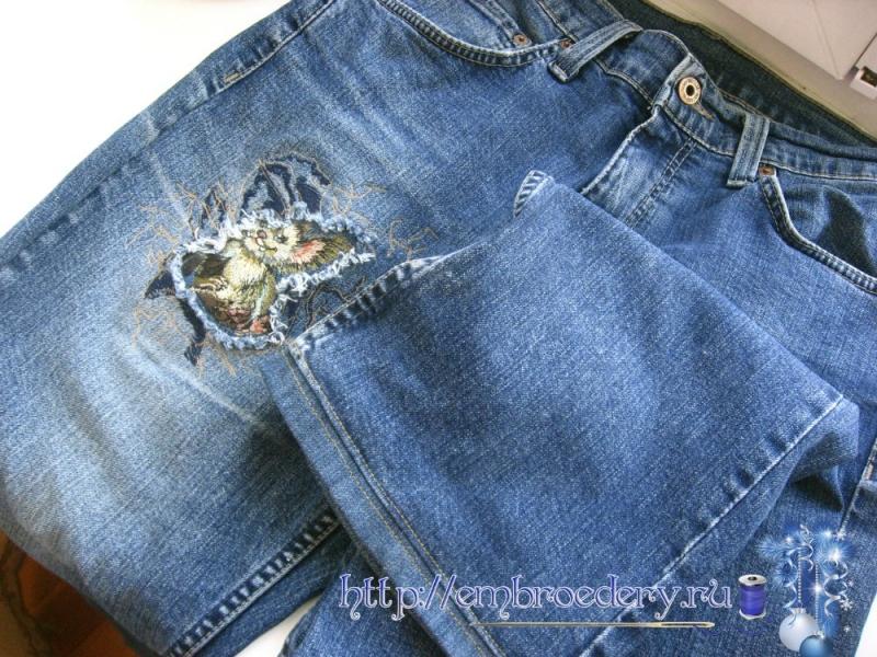 Вышивка на джинсах машинная